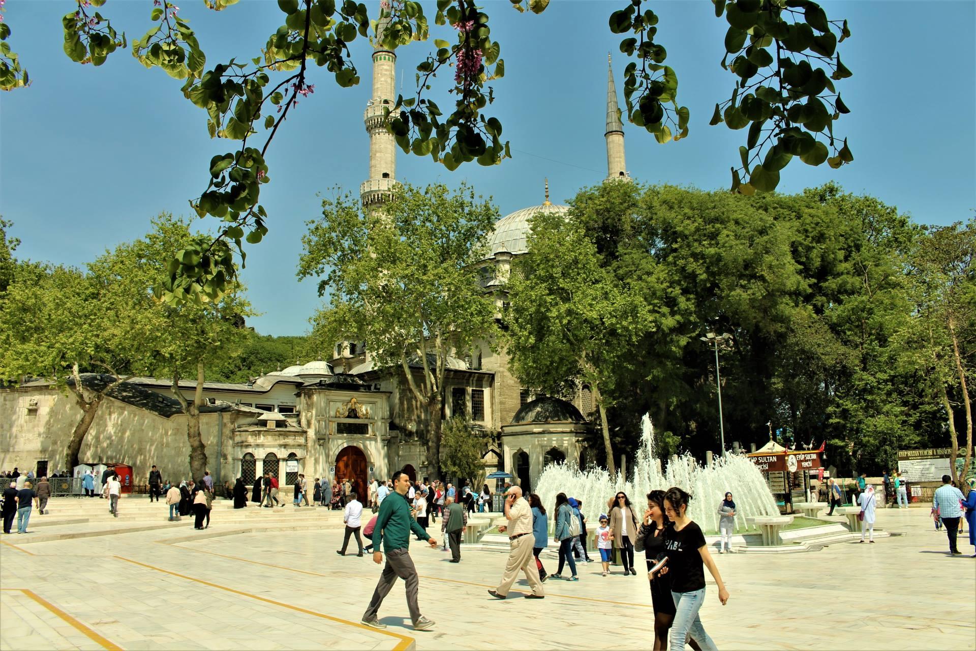 Eyüp-Sultan'da-Bir-GÜN