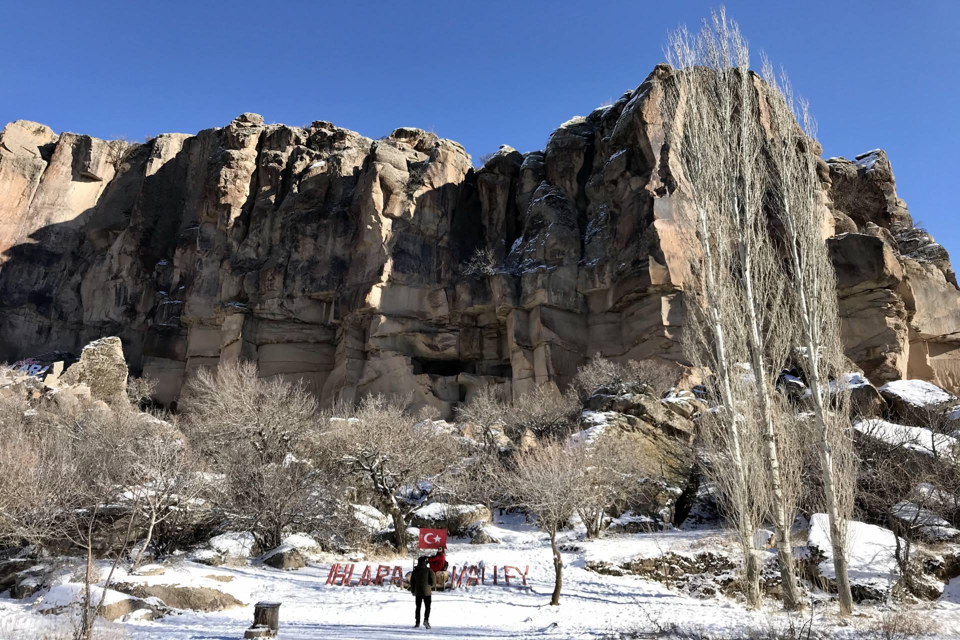 Kapadokya Peribacaları ve balonlar